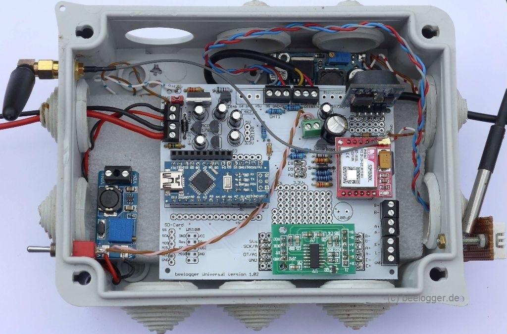 beelogger Universal 1.02 in wetterfesten Gehäuse mit SIM800L, HX711, DHT22, DS18B20 und Modul MT3608 sowie LM2596