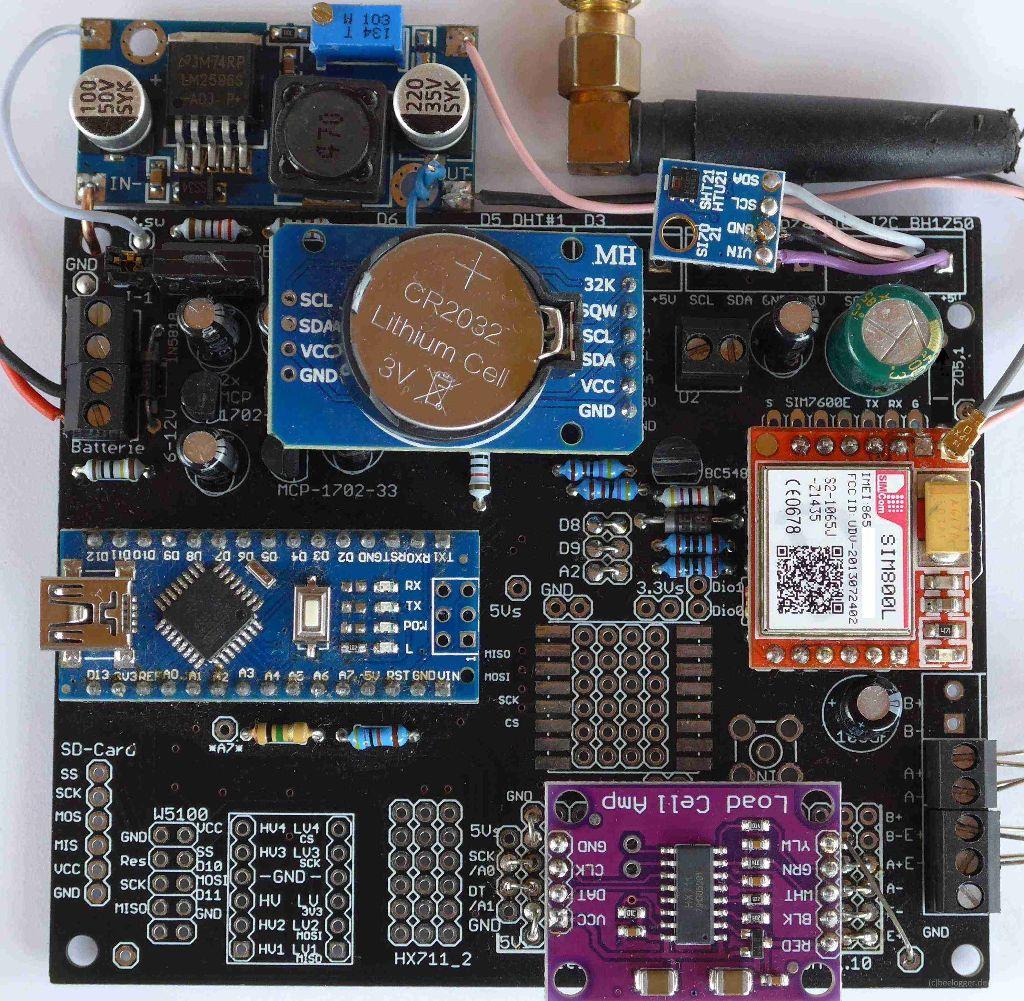 beelogger Universal erweiterter Aufbau komplett bestückt; Sensor SI7021 angeschlossen; Module HX711, DS3231, SIM800L aufgesteckt; LM2596 Modul seitlich montiert;